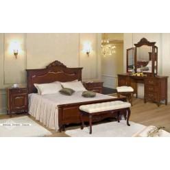 Кровать с резным изголовьем в классическую спальню Могадор