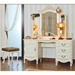 Классический столик туалетный в спальню Могадор