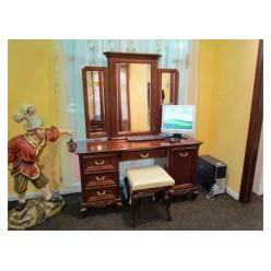 Классический туалетный стол в спальный гарнитур Вивере