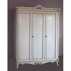 Белый трехстворочный шкаф в спальный гарнитур Кортигиана