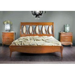 Классическая кровать с резным изголовьем в спальный гарнитур Гуаленго