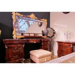 Резной туалетный стол с позолотой в спальню Леонардо