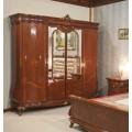 Классический четырехдверный шкаф с золотой патиной Леонардо