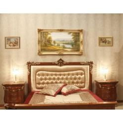 Кровать с прямым резным изголовьем в спальню Леонардо