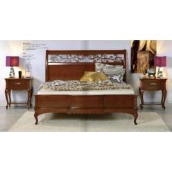 Кровать с прямым резным изголовьем в спальню Маттео