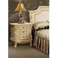 Прикроватная классическая тумбочка в спальню Регал