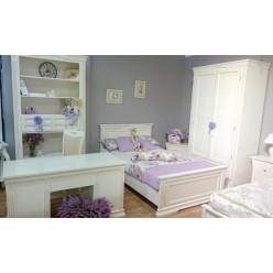 Белый двухдверный румынский шкаф в подростковую комнату