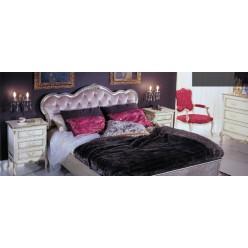 Кровать с красивым обитым изголовьем в спальню Версаль