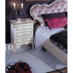 Белая классическая тумбочка прикроватная с позолотой в спальню Версаль